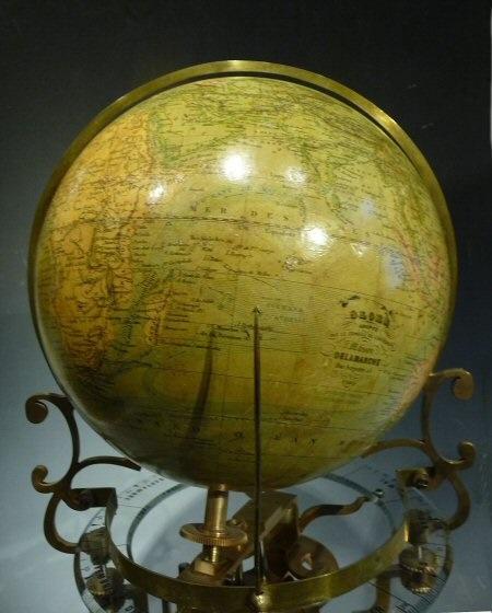 http://www.antique-horology.org/dbimages/21/10862/picture_b/Globe%20bolHOROP1090333.jpg